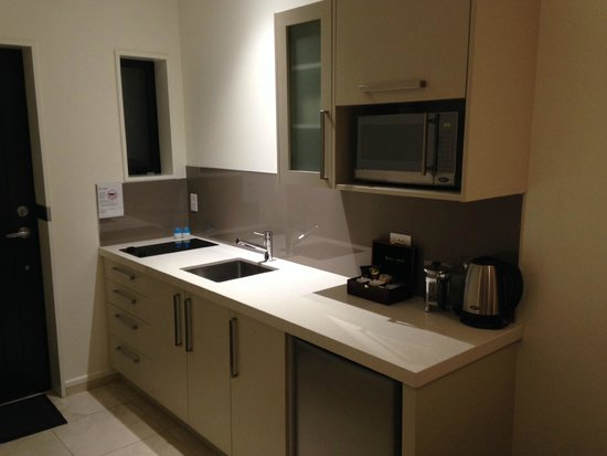 Aoraki Court Aoraki/Mt Cook Village: Kitchenette with induction cooker