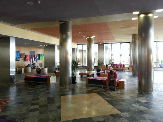 Geranios Suites & Spa : Hotel_Hall