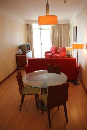 Geranios Suites & Spa Hotel: Junior Suite nº 304_Salón Comedor