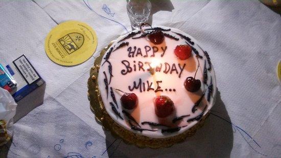 Taverna Manolis: Zum Geburtstag bestellte Torte