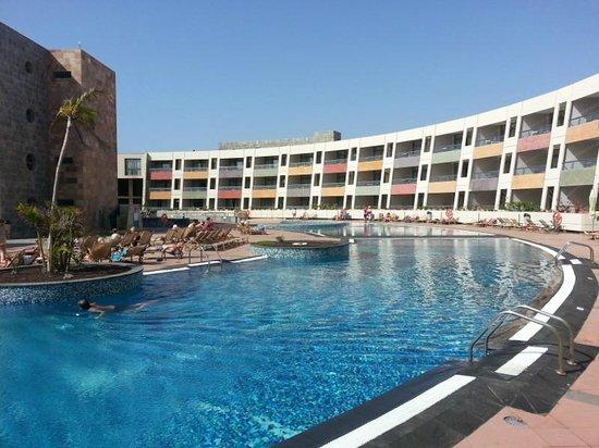 Geranios Suites & Spa Hotel: Piscina principal