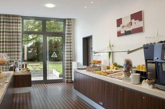 Holiday Inn Express Baden-Baden: Enjoy your complimentary breakfast buffet