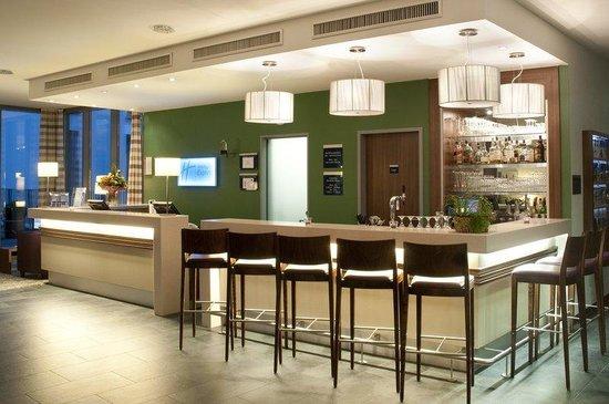 Holiday Inn Express Baden-Baden: lobby bar to enjoy some light snacks or drinks 24 hours