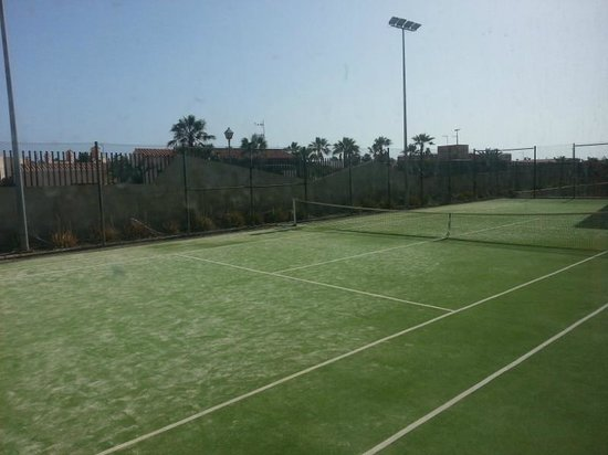 Geranios Suites & Spa Hotel: Hotel_Pista de tenis
