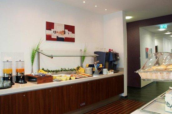 Holiday Inn Express Baden-Baden: Enjoy our complimentary breakfast buffet