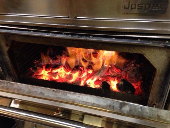 Minotor Steakhouse: Le fameux four à charbon
