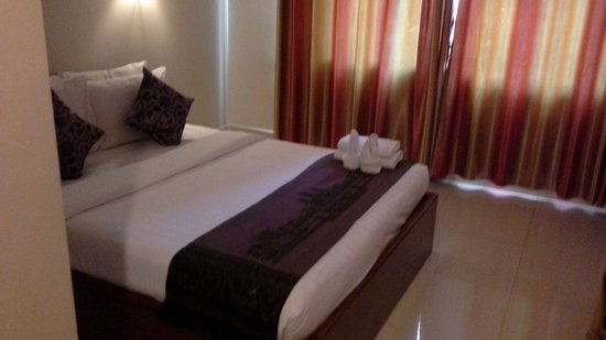 Gloria Angkor Hotel: Clean and beautifully Cambodian furnishings