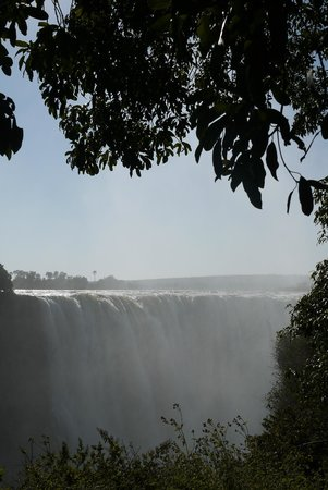 Mosi-oa-Tunya / Victoria Falls National Park: View of the main falls