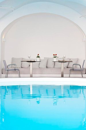 Chromata Hotel: Pool Bar & Restaurant