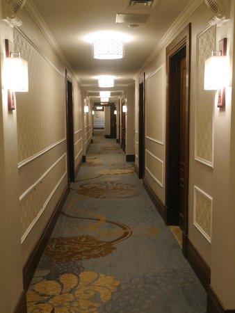 Fairmont Le Chateau Frontenac : Hotel corridor