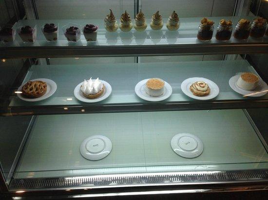 Benjamin Herzliya Business Hotel : Bakery in Hotel , to buy stuff