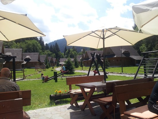 Hotel Liptovsky Dvor: area with challets