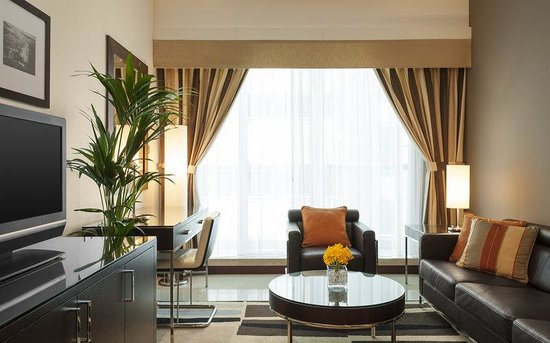 Four Points by Sheraton Sheikh Zayed Road, Dubai: Junior Suite - Living Room