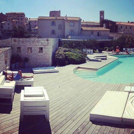 Hotel Genovese : L'espace Piscine avec l'hotel