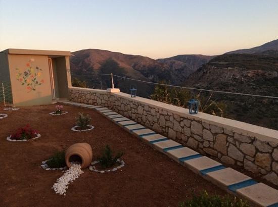 Thavma Coffee Drinks & Cretan food : Toilet in the mountains at Thavma