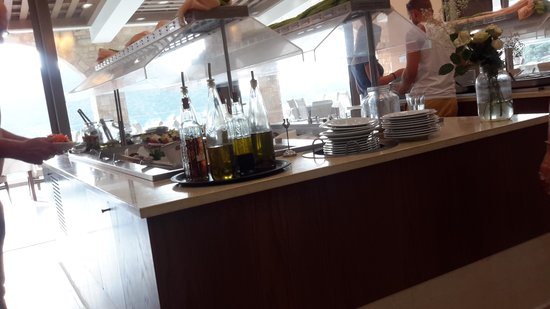 Filion Suites Resort & Spa : local olive oils in the restaurant