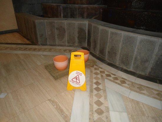 GF Gran Costa Adeje: Leaks in reception