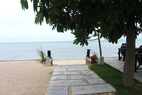 Grand Manita Beach Resort : path to the beach