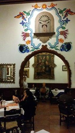 Cafe de Tacuba : Traditional decor