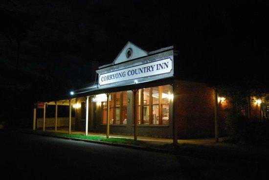 Corryong Country Inn : Night view
