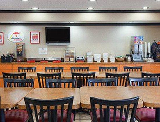 Super 8 Austin University/Downtown Area: Breakfast Setup