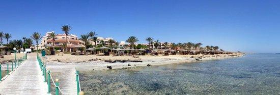 Flamenco Beach and Resort: Hotelanlage am Meer