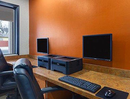 Super 8 Austin University/Downtown Area: Business Center