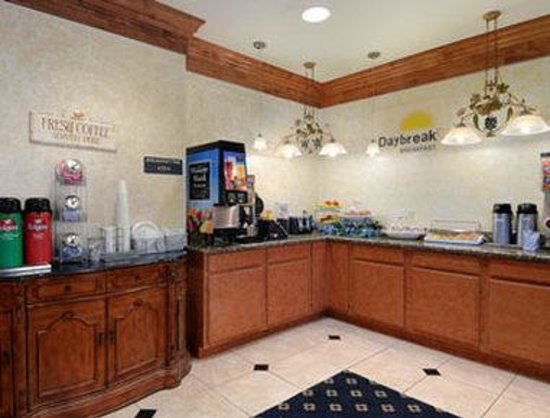 Days Inn & Suites Cleburne TX: Breakfast Area