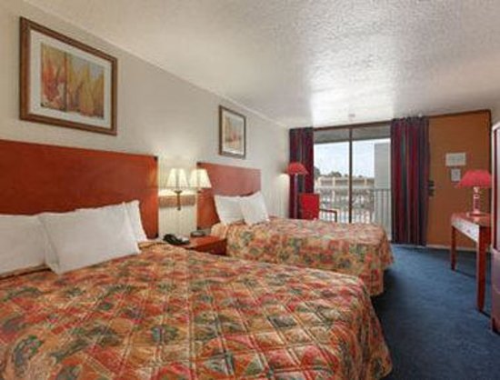 Days Inn & Suites Clermont: Standard Two Double Bed Room