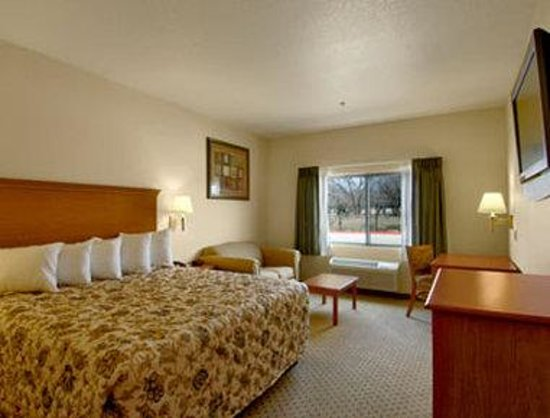 Days Inn San Antonio at Palo Alto: Standard King Bed Room