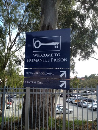 Fremantle Prison: At the entry across from the market