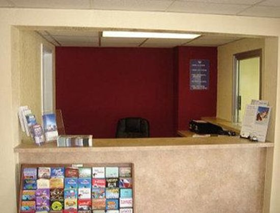 Knights Inn San Marcos: Front Desk