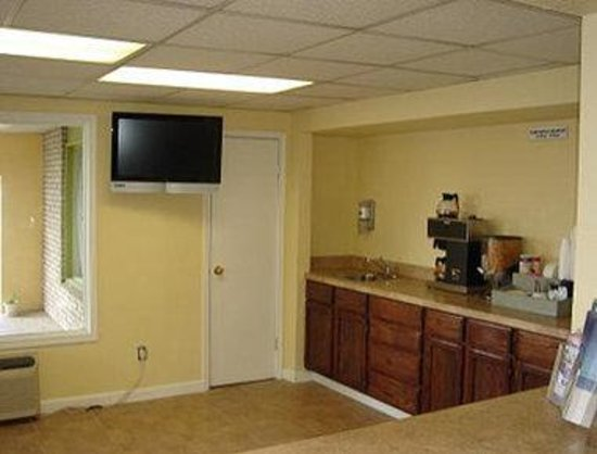 Knights Inn San Marcos : Lobby/Breakfast Setup