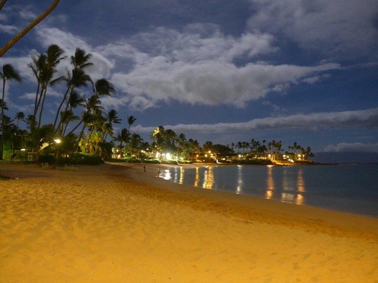 The Napili Bay: Napily bay by night...