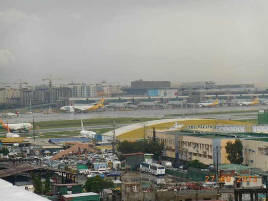 Nichols Airport Hotel: So close to the airport (taken from rooftop bar).