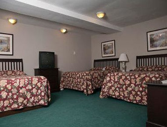 Bluenose Inn & Suites: 3 Queens Guest Room