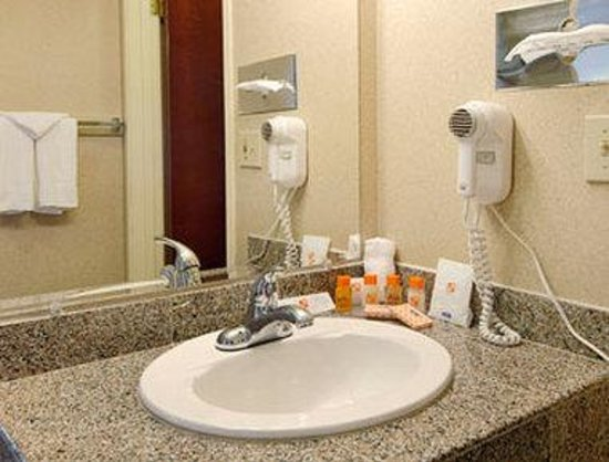 Motel 6 Gresham City Center: Bathroom