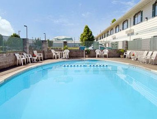 Motel 6 Gresham City Center: Pool