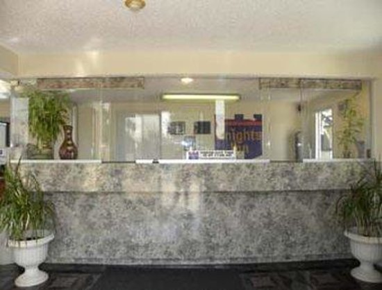 Knights Inn Ontario: Lobby