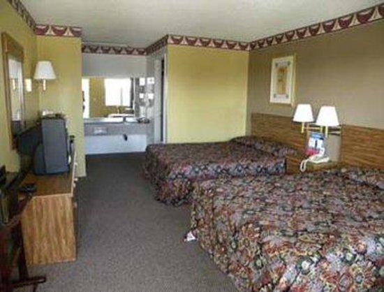Knights Inn Ontario: Guest Room