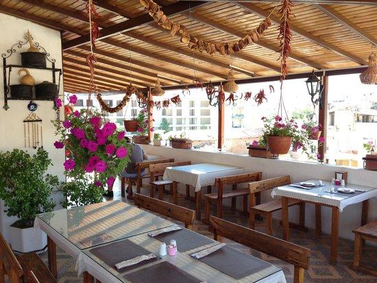 Hotel Nazar: Terrace Restaurant
