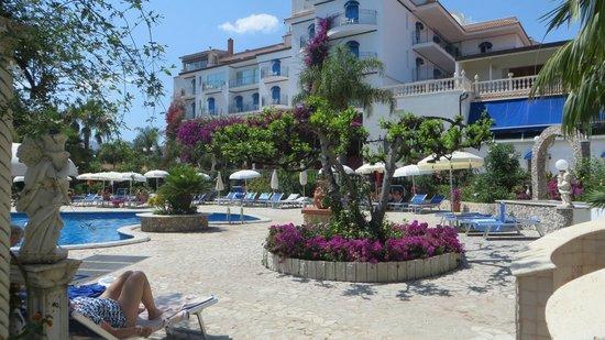 Sant Alphio Garden Hotel & Spa: Pool Area