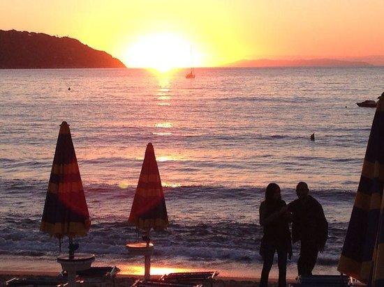 Ristorante Sapore di Mare: tramonto a Procchio