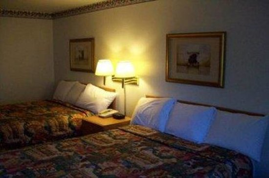 Super 8 by Wyndham North Sioux City: Standard One Queen Bed Room