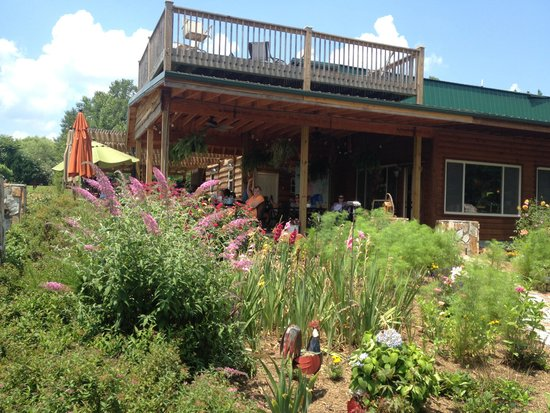 Parker-Binns Vineyard: View of Upstairs and Downstairs Patios