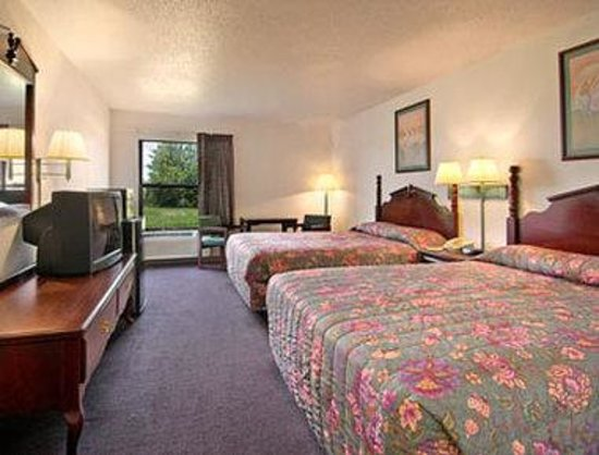 Super 8 Harrisburg : Standard Two Queen Bed Room