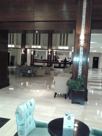 SUNRISE Grand Select Crystal Bay Resort: Ресепшен