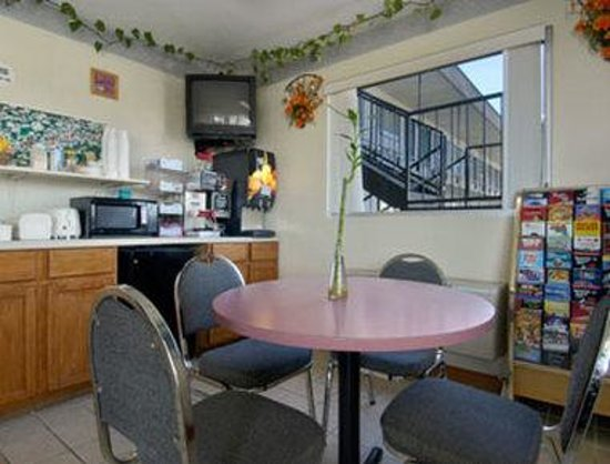 Travelodge Cordele: Breakfast Area