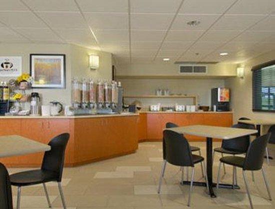 Super 8 Lachenaie/Terrebonne : Breakfast Area