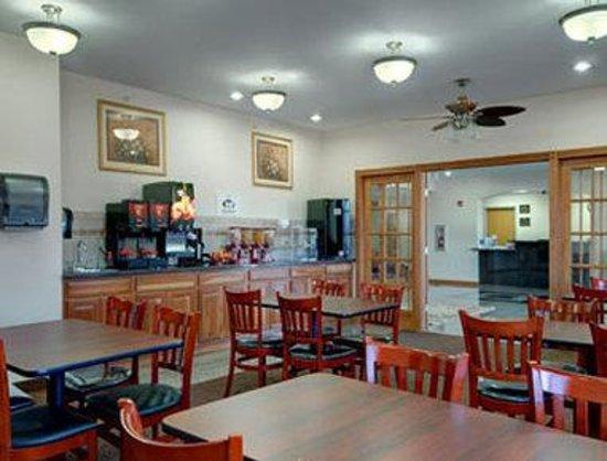 Super 8 Salina: Breakfast Area